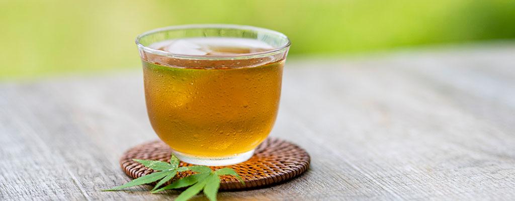 お茶は飲むけど水は飲まない。1日にどのくらい水を飲んだらいいの?